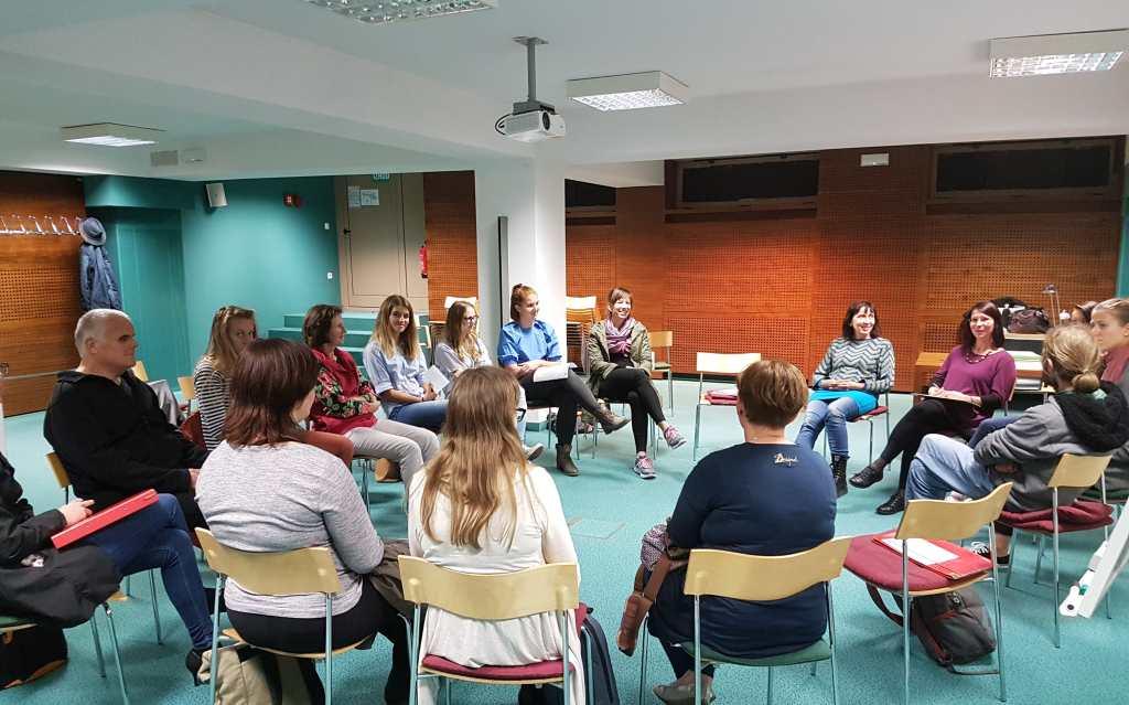 Usposabljanje in strokovno izpopolnjevanje za osebne asistente mladostnikov in odraslih oseb z avtizmom